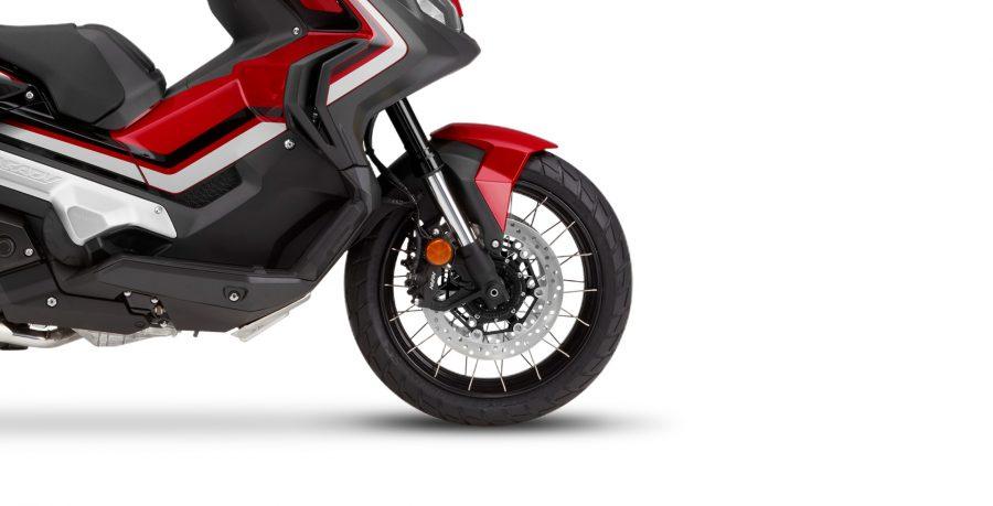 Os freios ABS da X-ADV inspiram confiança e proporcionam uma frenagem precisa em qualquer terreno sem travar as rodas.