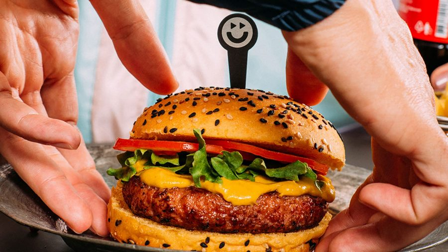 O hambúrguer sem qualquer produto animal, sem glúten ou transgênicos, foi criado pela Fazenda do Futuro