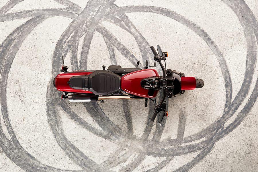 Um motor poderoso e funcionamento suave, com resposta imediata do acelerador e um ronco puro que faz bem à alma. Disponível com as cilindradas de motor 107 e 114.