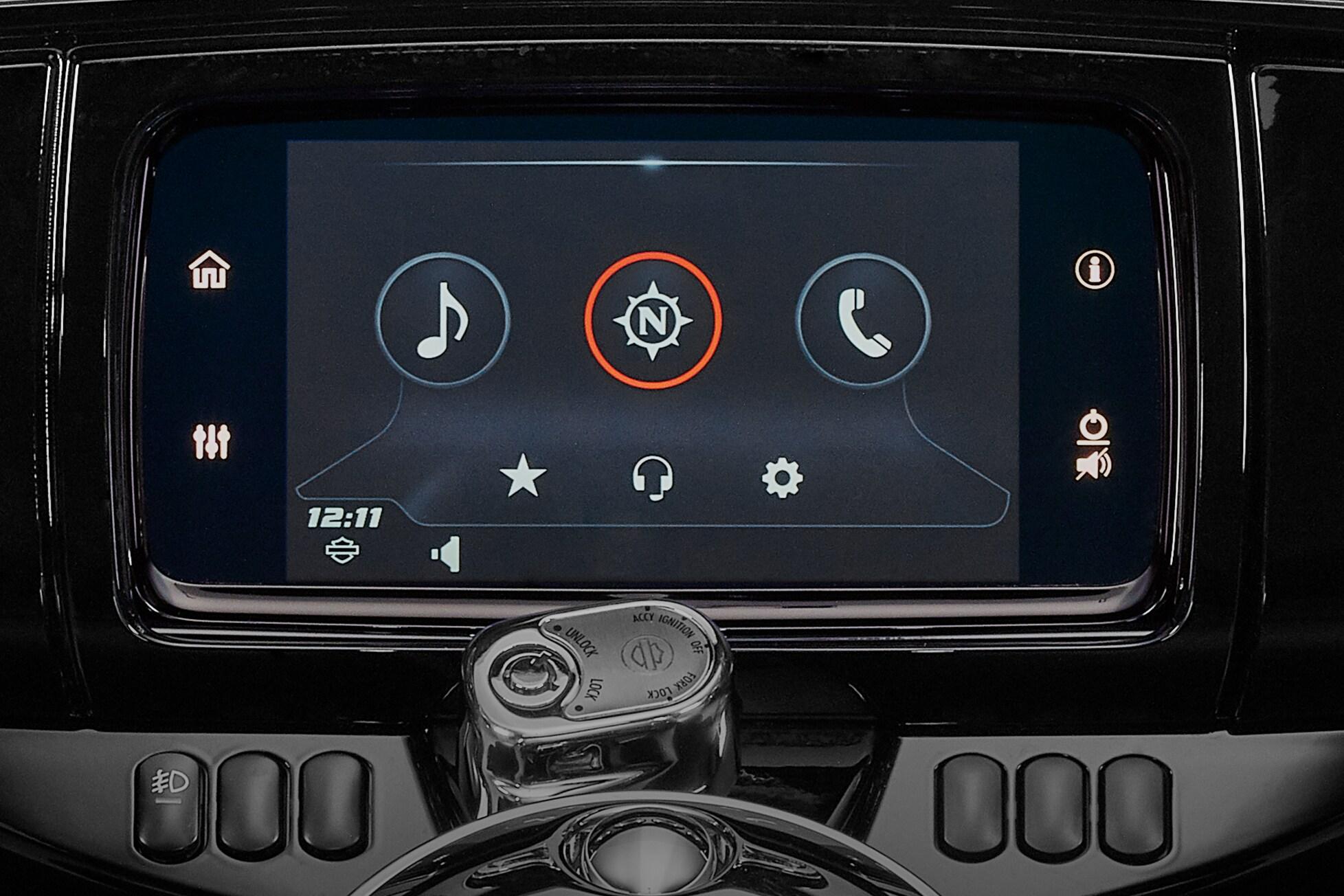 Uma experiência de interface avançada que oferece funcionalidade, sensação e visual contemporâneos com durabilidade e características excepcionais, especificamente desenvolvidas para o motociclismo. Cada elemento foi otimizado para aumentar a interação entre o motociclista e a motocicleta e a conectividade com o mundo.