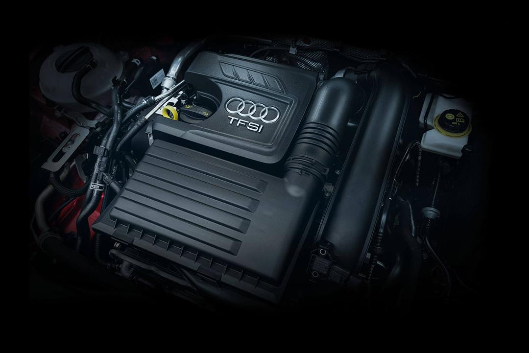 O motor 1.4 Turbo de 122 cv oferece não apenas agilidade, mas também eficiência, o que torna o veículo ideal para o trânsito urbano. O modelo conta ainda com o sistema start-stop, que desliga o motor automaticamente em paradas curtas (no semáforo, por exemplo), economizando combustível e poluindo menos.
