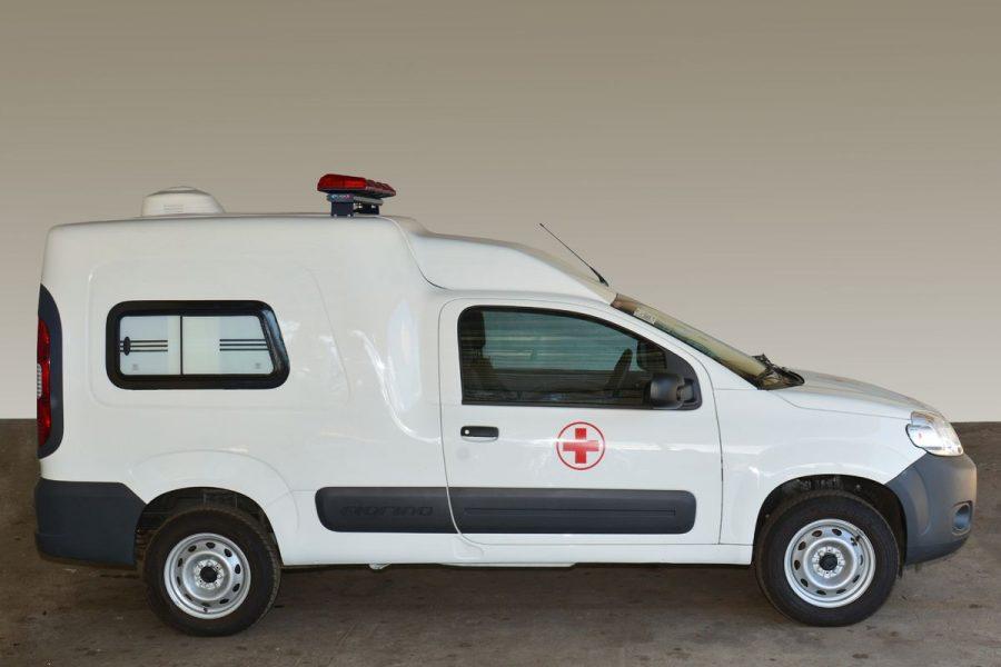 Para adquirir o aspecto de ambulância, a Fiat adicionou no Fiorino os adesivos de ambulância