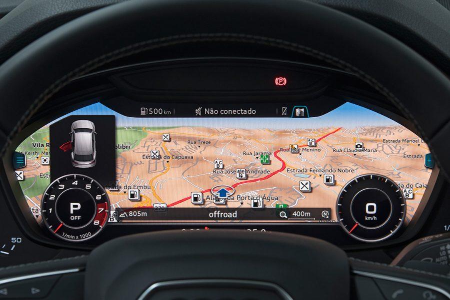 Além do Audi Virtual Cockpit, o desejado e inovador painel de instrumentos da Audi, o SQ5 é oferecido com uma extensa lista de equipamentos, incluindo rodas de liga leve de 20 polegadas, sistema Audi drive select, ACC com traffic jam assist, teto solar panorâmico Open Sky, head up display, Auto hold, Parking assist, câmera de ré, keyless entry, Audi lane assist e ajuste de direção elétrico.