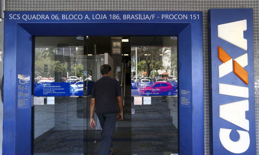 Caixa paga auxílio emergencial para milhões de pessoas (foto: Marcelo Camargo/Agência Brasil)