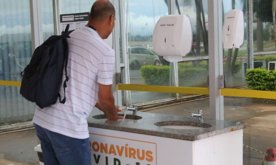 Higienizar as mãos é medida eficiente para diminuir risco da covid-19 - Foto: Fabio Rodrigues Pozzebom/Agência Brasil