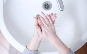Aprenda como lavar as mãos para evitar o coronavírus