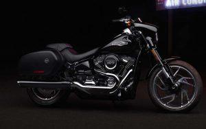 Harley Davidson Sport Glide é ágil e prática para cidade, como também confortavel e bem equipada para longas viagens