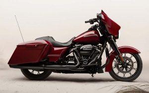 A nova Street Glide Special da Harley Davidson chama a atenção com seu visual bagger hot rod