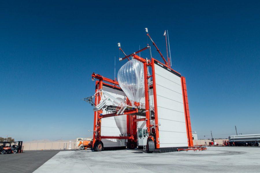 Um balão Loon se preparando para voar para Porto Rico a partir de Nevada