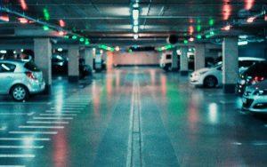 Carros podem ser multados em locais privados?