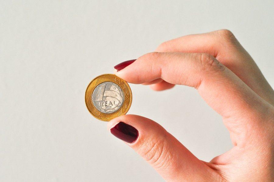 A conta poupança é a caderneta. Ela é regulada pelo Banco Central, que define quanto o consumidor receberá pelo dinheiro que guardado na poupança