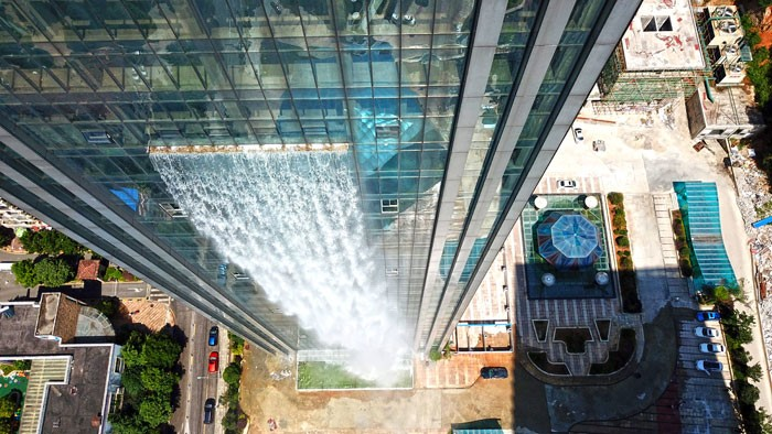 China constrói hotel com maior cascata artificial do mundo