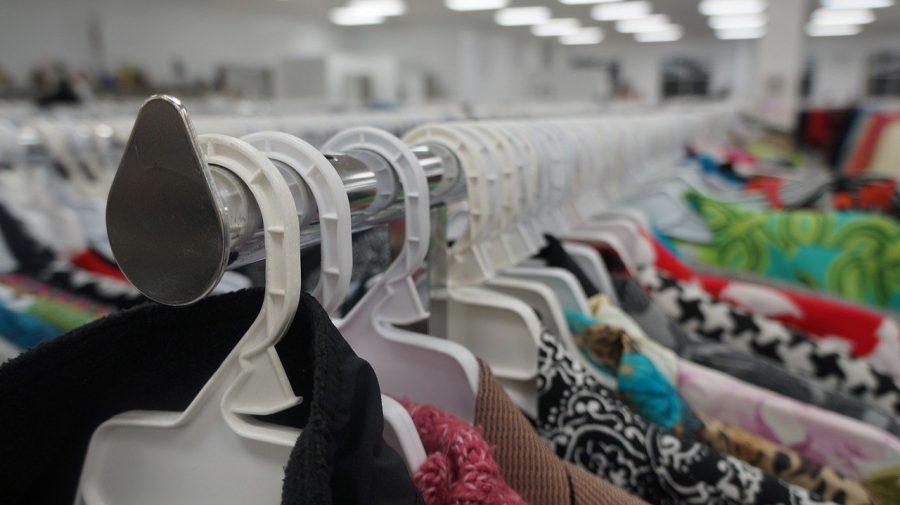 Uma das principais alternativas para aqueles que querem fazer suas compras de vestuário e gastar menos é ir a um brechó