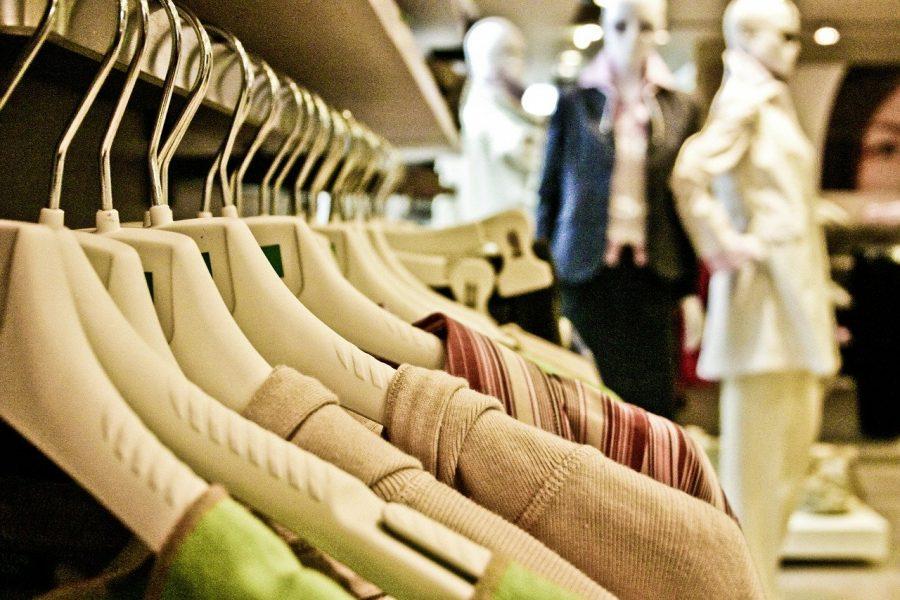 Comprar roupas usadas pode ser ótimo negócio