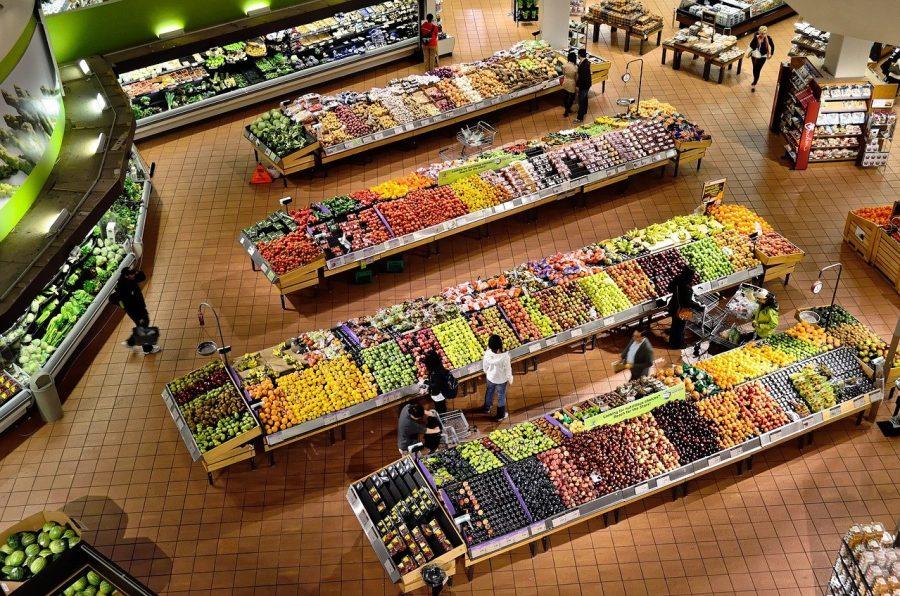 Primeiramente, em uma ida ao supermercado, faça uma lista de tudo que você deseja comprar