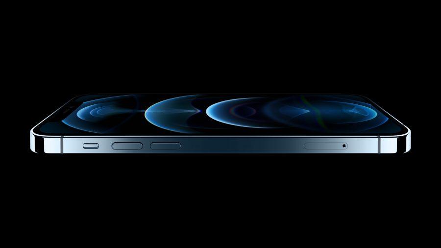 O iPhone 12 Pro e o iPhone 12 Pro Max contam com um novo design superior de borda plana em aço inoxidável e a proteção frontal em Ceramic Shield para aumentar a resistência.