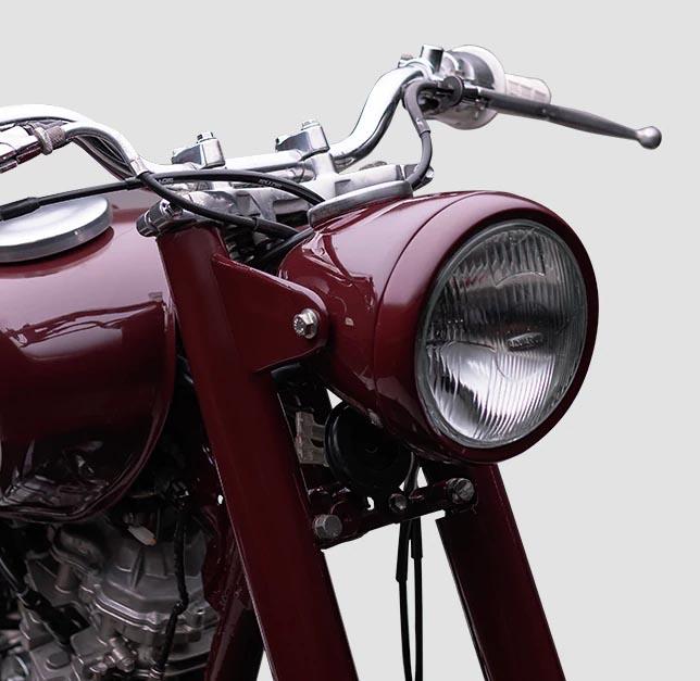 Criada pelas mãos que projetavam o futuro, a Red Dragonfly representava o DNA vencedor e inovador da Yamaha.