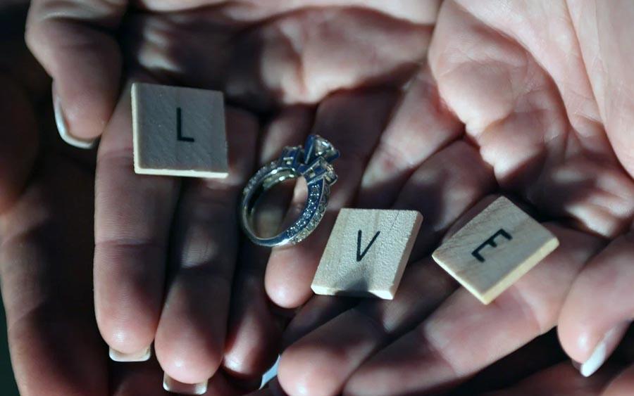Como escolher o anel de noivado perfeito e simples