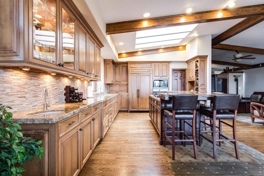 Normalmente, a cozinha americana, mesmo que seja simples, já possui um estilo mais moderno