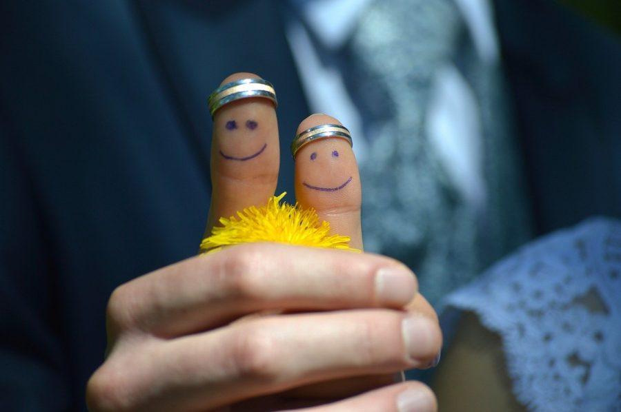 Geralmente quando o casal está na fase de noivado e utilizam a aliança de ouro para simbolizar esse amor