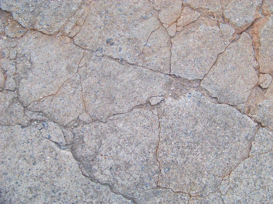 O concreto ou betão é o material mais utilizado na construção civil, sendo composto por uma mistura de água, cimento e agregados.