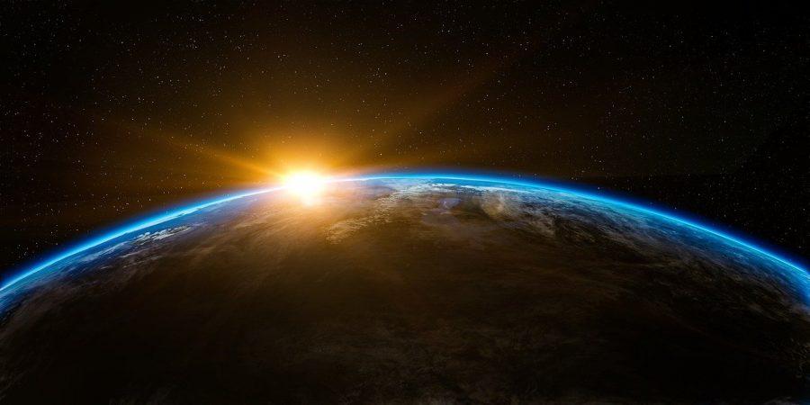 O movimento de rotação da Terra se dá por um giro em seu próprio eixo