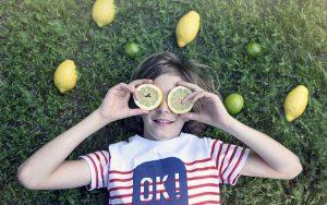 Por que limão e sol dão manchas na pele?