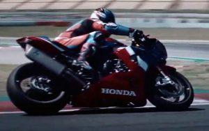 Honda CBR 1000RR-R está mais racing do que nunca, com chassi, motor e design aprimorados