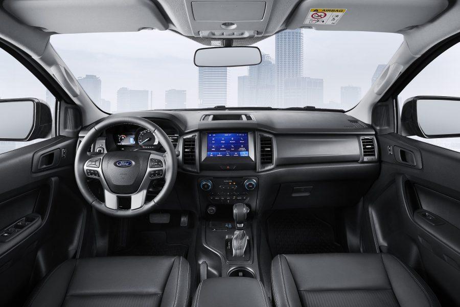 A tecnologia FordPassTM Connect permite acessar remotamente várias funções do veículo pelo celular