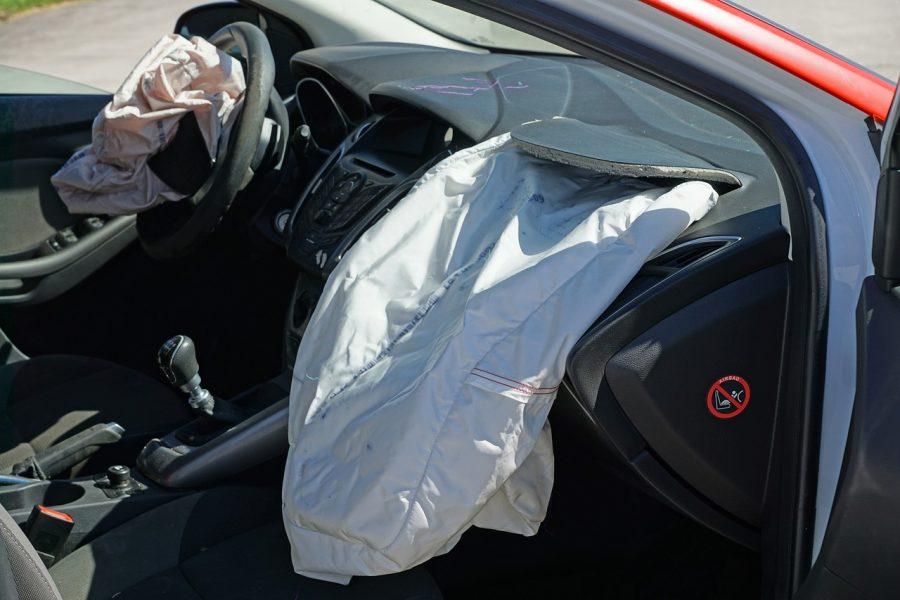 No Brasil os airbags se tornaram obrigatórios em veículos fabricados no país desde 2014. Em carros mais modernos é possível encontrar até 8 airbags de tipos distintos.