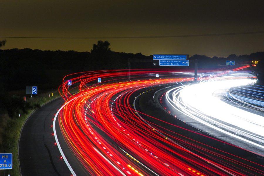 Não fique tentando disputar espaços carro a carro no trânsito, se você pretende economizar o melhor é seguir o fluxo