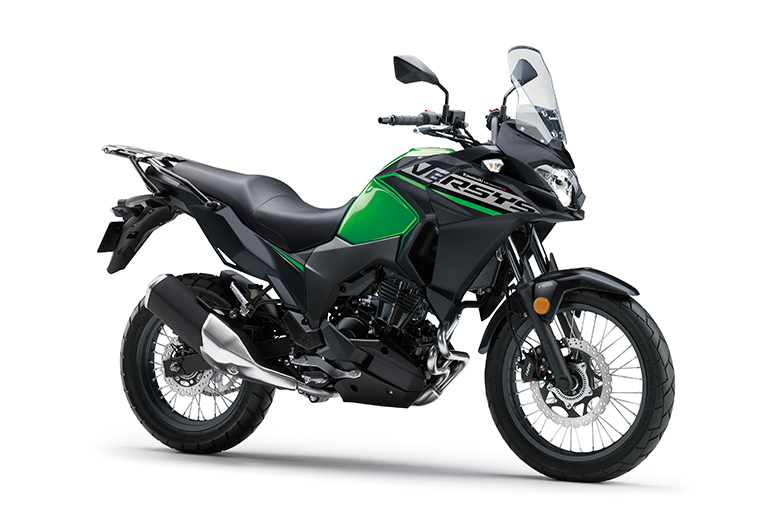 Postura ereta, ampla proteção contra o vento e um conveniente bagageiro traseiro fazem da Versys-X 300 uma motocicleta pronta para qualquer aventura.