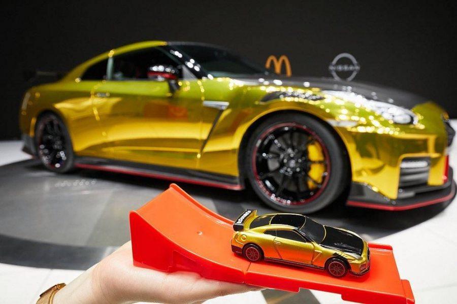 O Nissan GT-R com a cara do McDonald's
