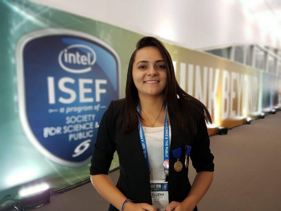 Myllena Cristyna da Silva, 19, estudante cearense na maior feira de ciências do mundo.