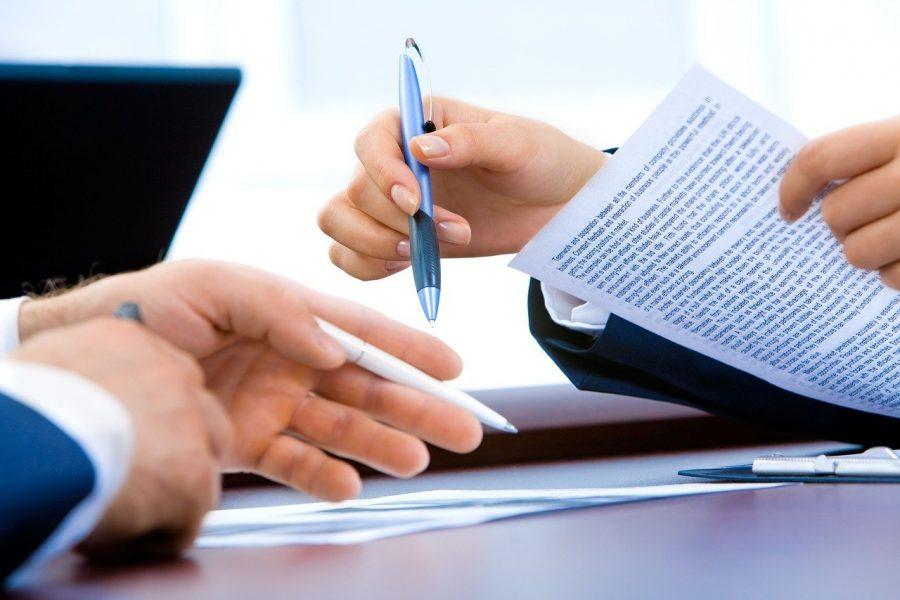 Existem algumas profissões que demandam muito de uma caneta, em quesitos de assinatura, escrita de relatórios, receituários entre outras utilidades