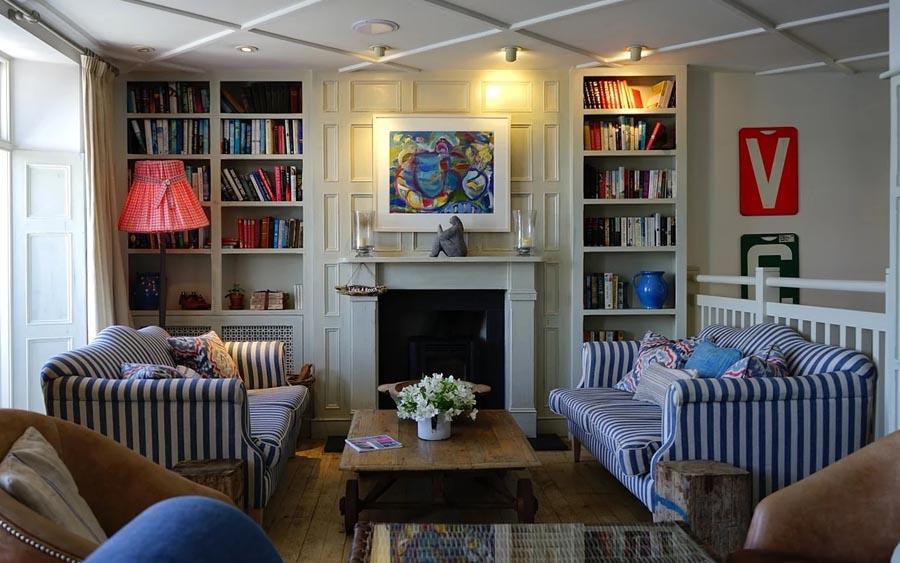Decoração de sala deve ser simples e bonita
