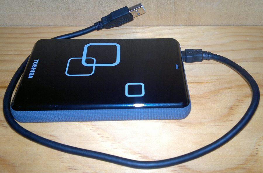 Disco rígido externo com cabo USB