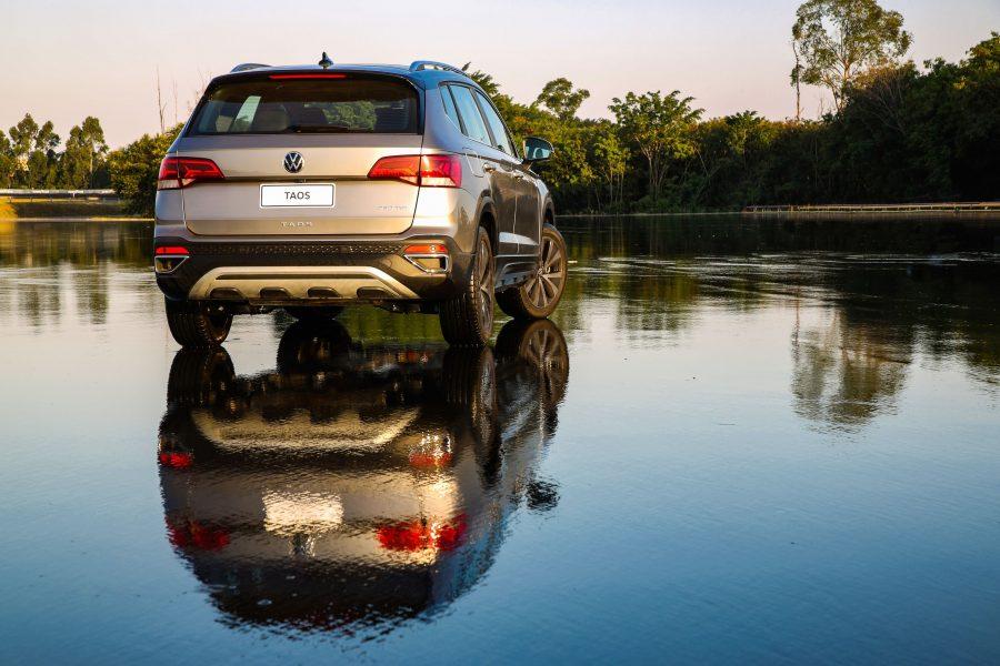 Plataforma MQB é a mais moderna do Grupo Volkswagen no mundo e permite maior espaço interno e maior porta-malas do segmento (498 l)