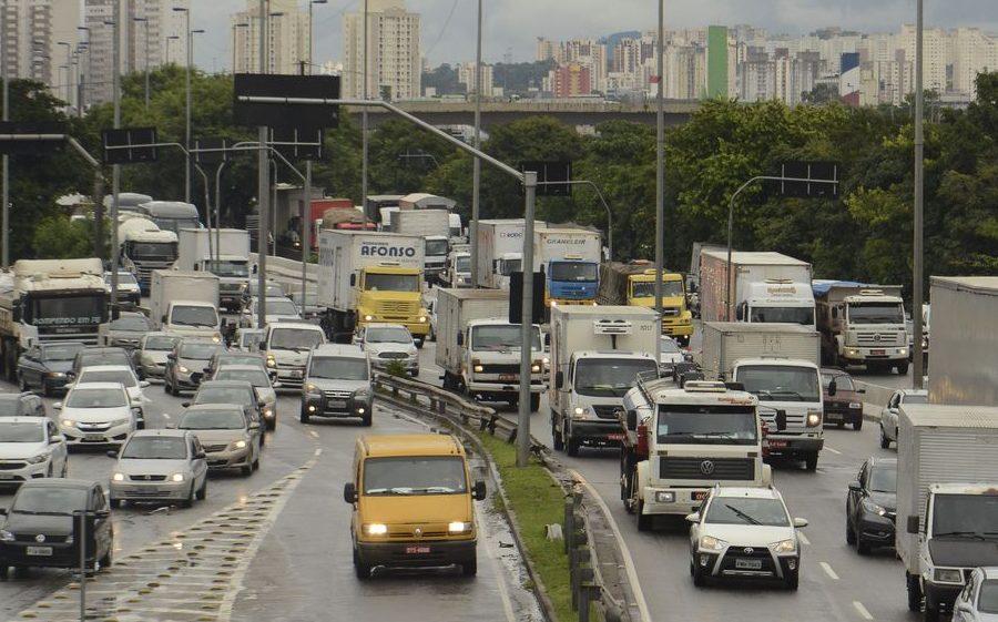 Motoristas profissionais devem ficar de olho na nova lei do exame toxicológico
