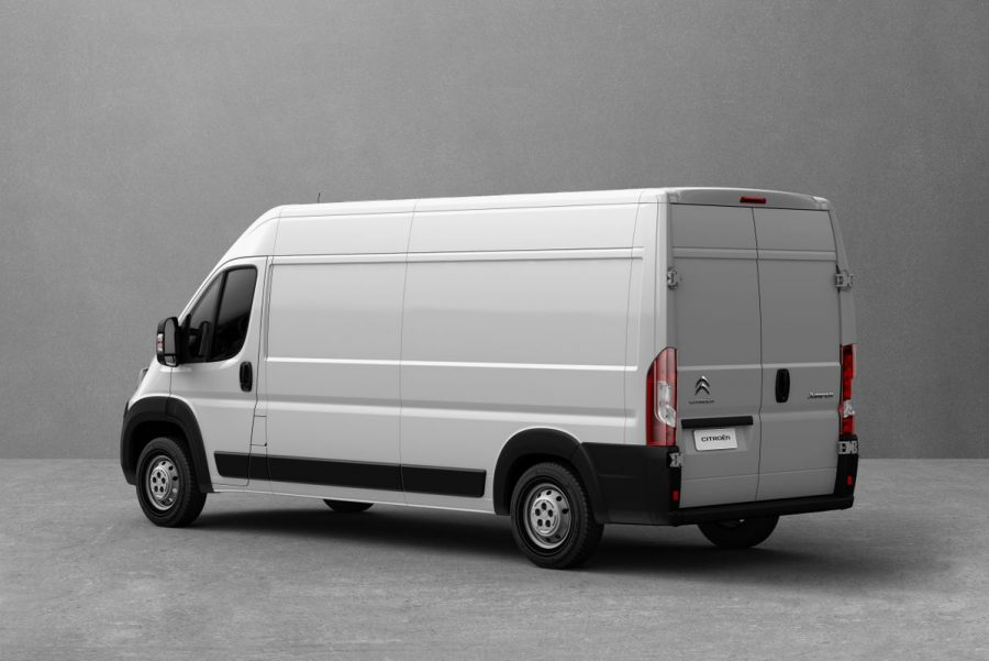 Dimensões adequadas para o transporte de cargas nas grandes cidades, desenvolvidas para facilitar o acesso a docas e centros de distribuição, além de assegurar capacidade de carga útil de 1.311 kg e peso bruto total de até 3.500 kg