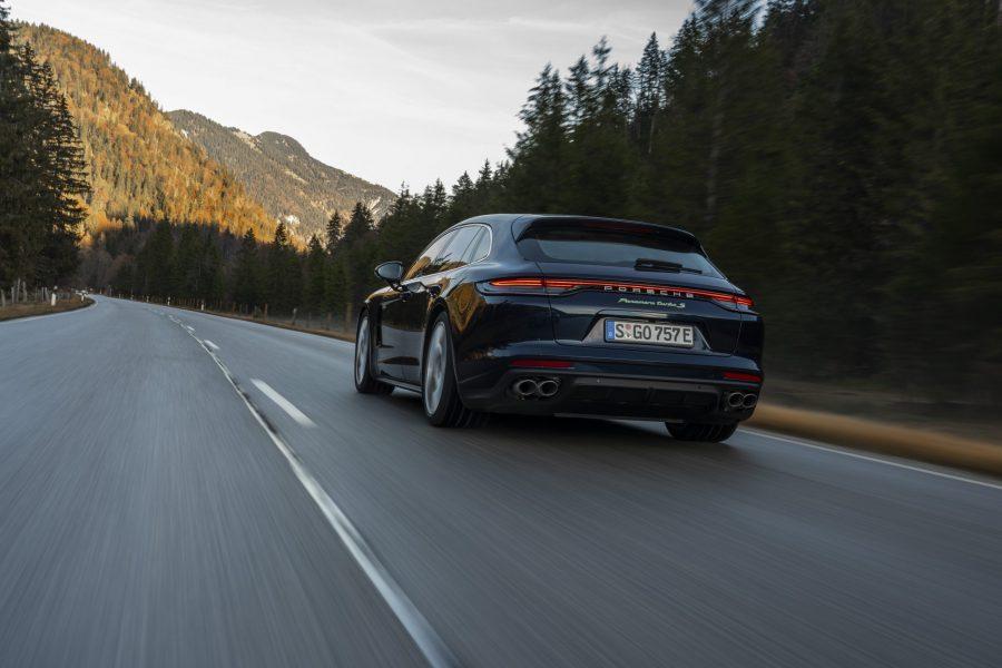 Porsche investe em novas baterias de alto desempenho e tecnologia