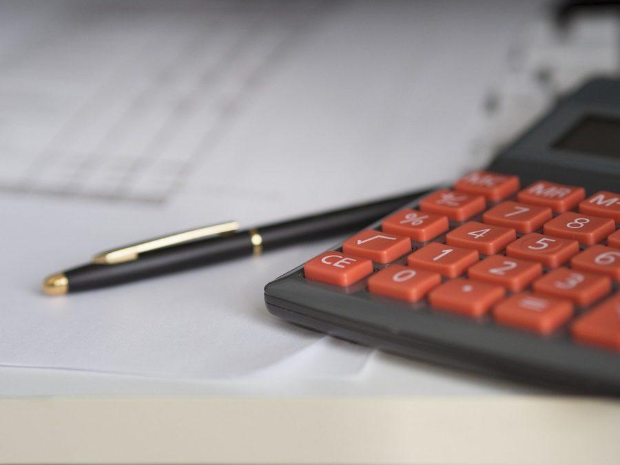 O preço médio (PM) é a média de preços de compra e venda de ativos. A fórmula utilizada para calcular o preço médio pago por um ativo considera que o investidor realizou a compra de um mesmo ativo, mais de uma vez.