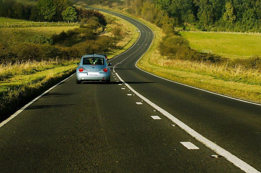 Sim, é possível sim dirigir nos EUA se estiver CNH brasileira, desde que ela esteja dentro do prazo de validade.