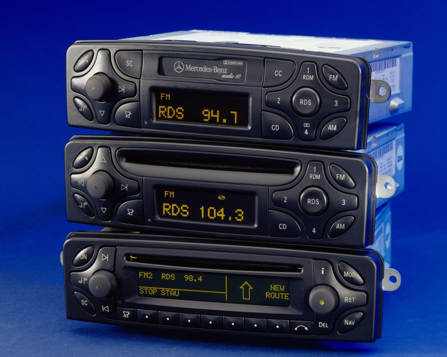 Three devices were available for the 203 model series Mercedes-Benz C-Class – with satellite navigation system, CD player or cassette tape slot