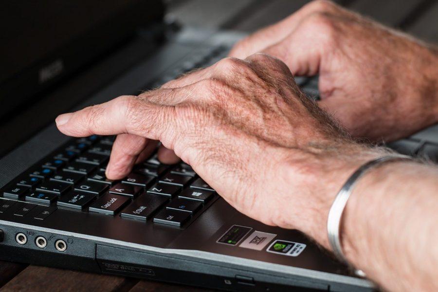O termo aposentadoria refere-se ao afastamento remunerado que um trabalhador faz de suas atividades após cumprir determinados requisitos estabelecidos no direito previdenciário a fim de gozar dos benefícios de uma previdência social e/ou privada.