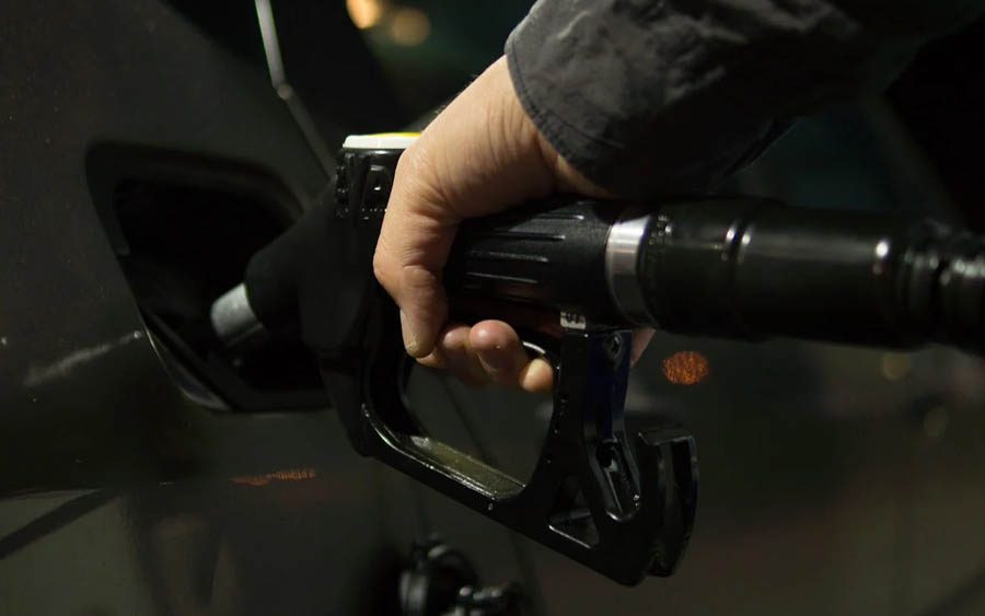 Por que a gasolina está custando R$ 7 o litro e o preço pode aumentar