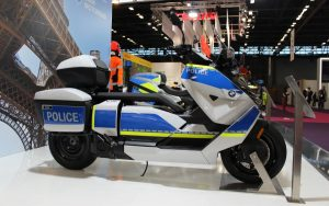 BMW CE 04 deve ser a moto do policial do futuro